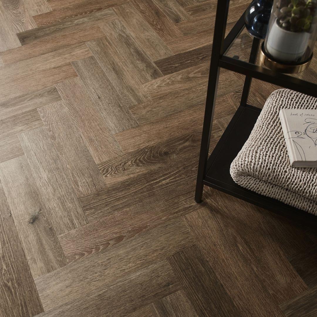 Amtico Flooring On Instagram The Warm Classic Tones Of Noble Oak Are Perfectly Suited Vinyl Tile Flooring Luxury Vinyl Tile Flooring Luxury Vinyl Flooring