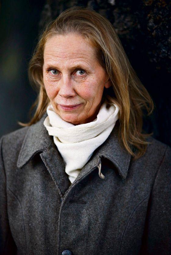 Kati Outisen haastattelu HS 17.10.2013: Outinen päätti 2000-luvun alussa alkaa vaatia töistä samaa palkkaa kuin miehet ja sai välittömästi kuulla olevansa ahne.
