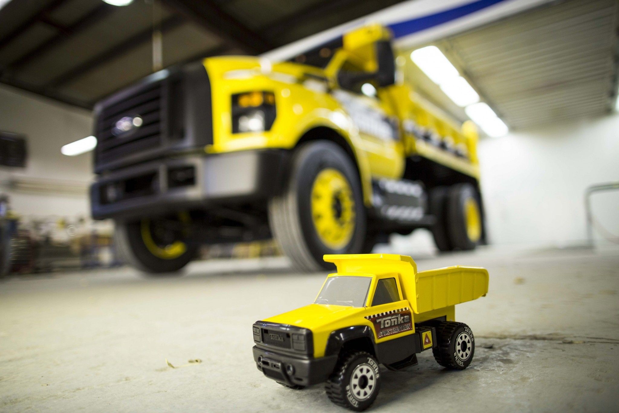 Dialing up the sandbox memories ford unveiled a 2016 ford tonka truck at the 2015 national truck equipment association s work truck show in indianapolis