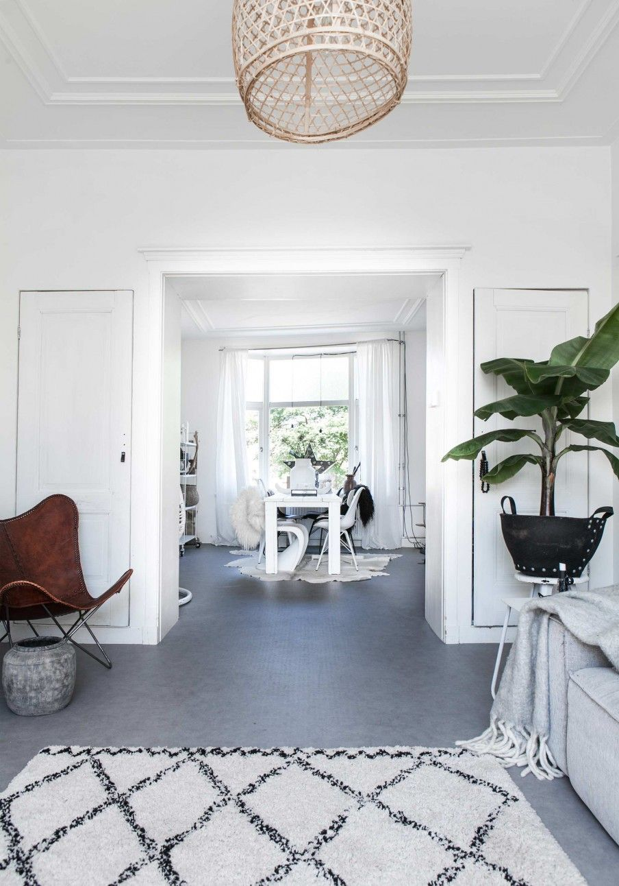 Witte woonkamer | white living room | vtwonen 02-2017 | Styling ...