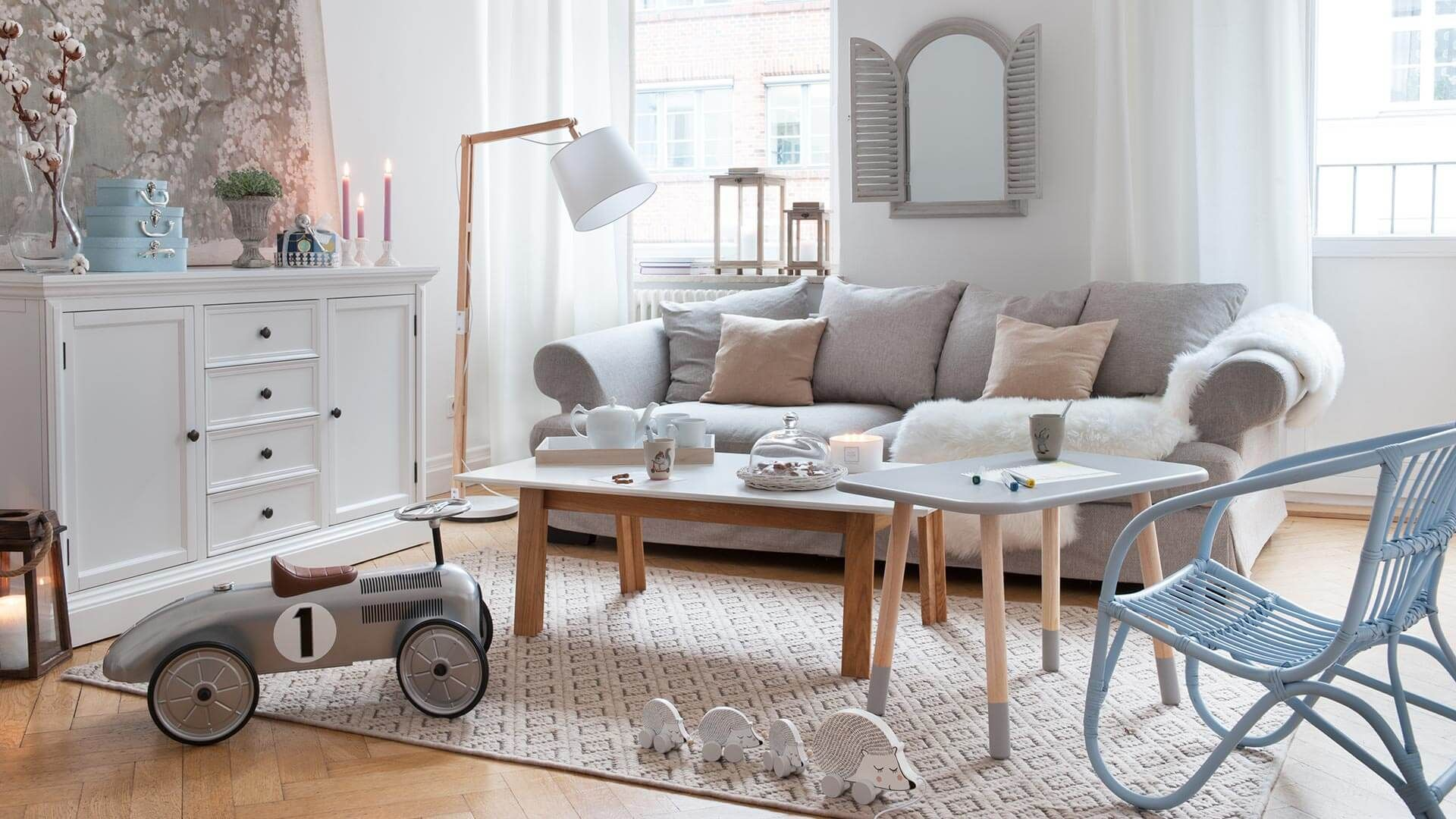 Ein (T)Raum für die ganze Familie: das sonnig helle Wohnzimmer mit ...