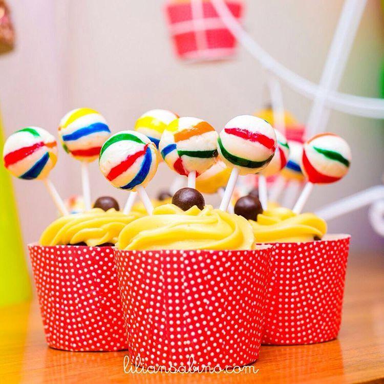 lindos cupcakes por  fabianameloconfeitaria para o circo da maria   festademenina