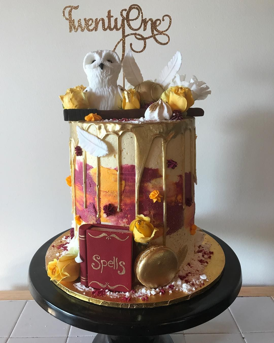Harry Potter Buttercream Drip Cake With Images Harry Potter