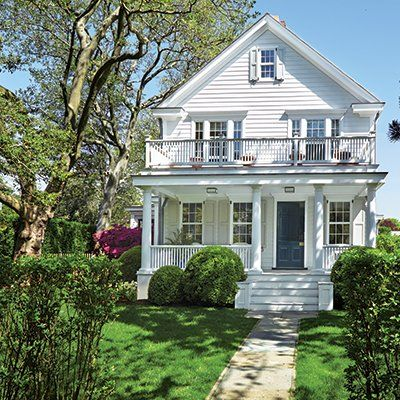 A Circa 1910 House Becomes An Inspirational Oasis For A Modern Day Artist Cottages Gardens Cottage Old Houses House