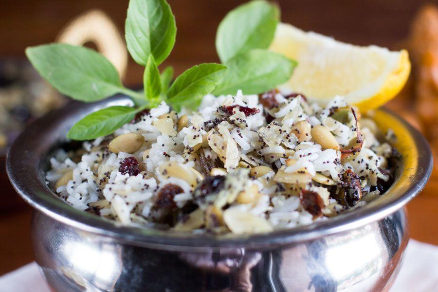 pollo y cordero con salsas y arroz para acompañar. - Picture of ...