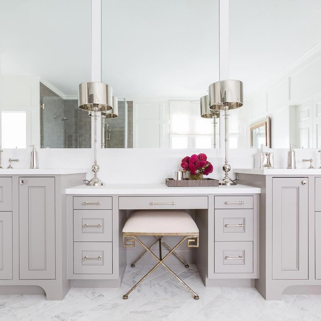 Omg Master Vanity With Makeup Area Love It Glam Bathroom But Not To Much Glam Meuble Salle De Bain Salle De Bain Design Et Petite Salle De Bain