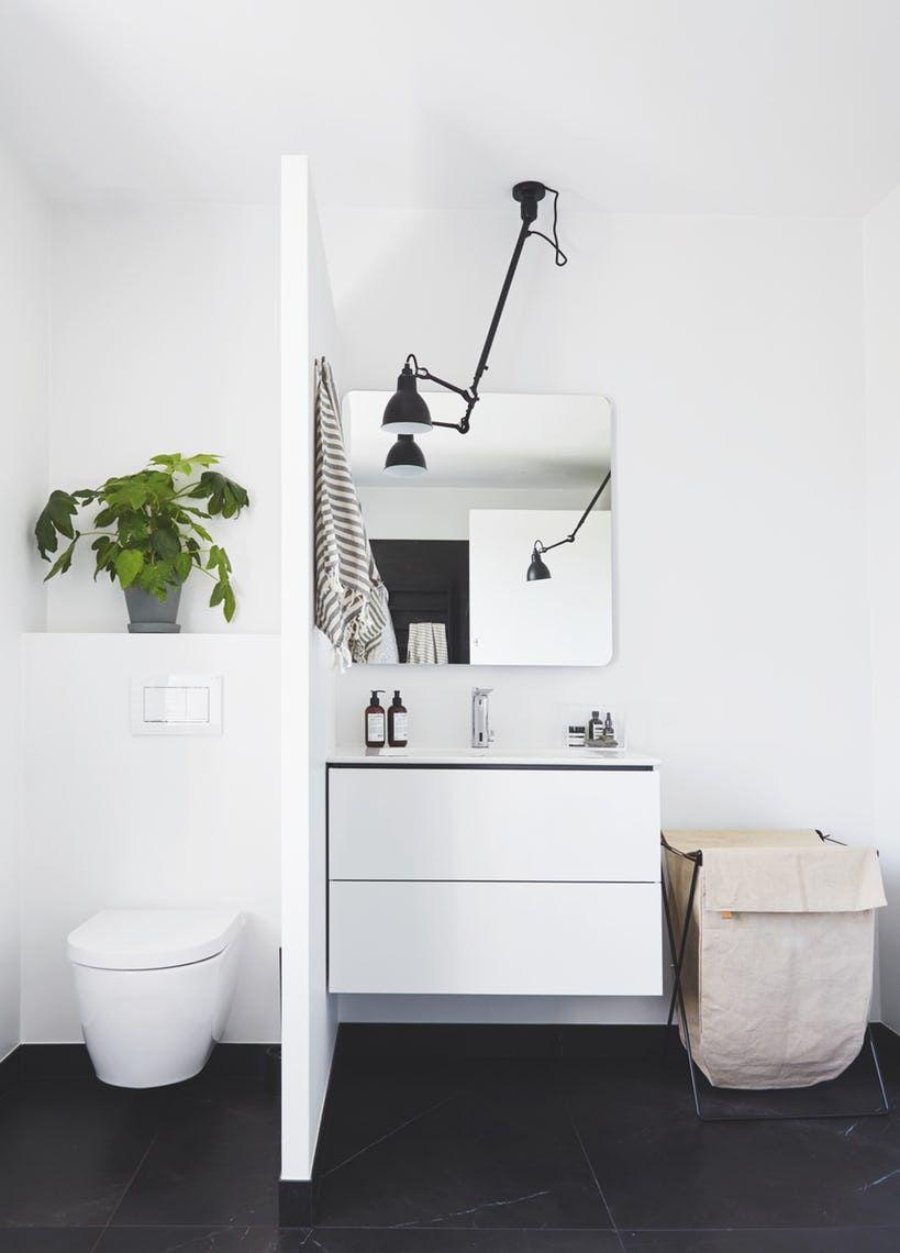 Badeværelsesmakeover: Fra koldt og slidt til luksuriøst og gennemtænkt