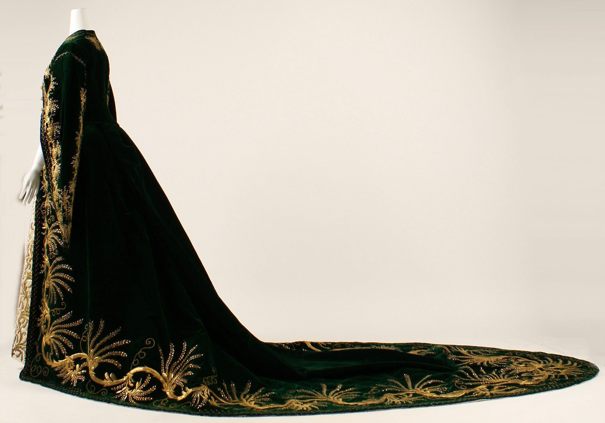 Court dress of a lady in waiting, about 1900.  Metropolitan Museum.