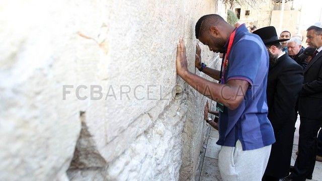 FC Barcelona visits the Wailing Wall