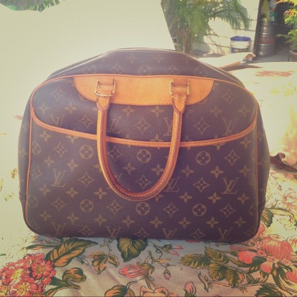 ✨louis vuitton deauville purse ✨ Lightly worn louis vuitton deauville. Had it for awhile and ready to find it a new home. No dust bag or box. The outside is perfect no stains. Inside looks hardly worn. Little mermaid on but that is it. Make a offer looking to sell! Louis Vuitton Bags Travel Bags