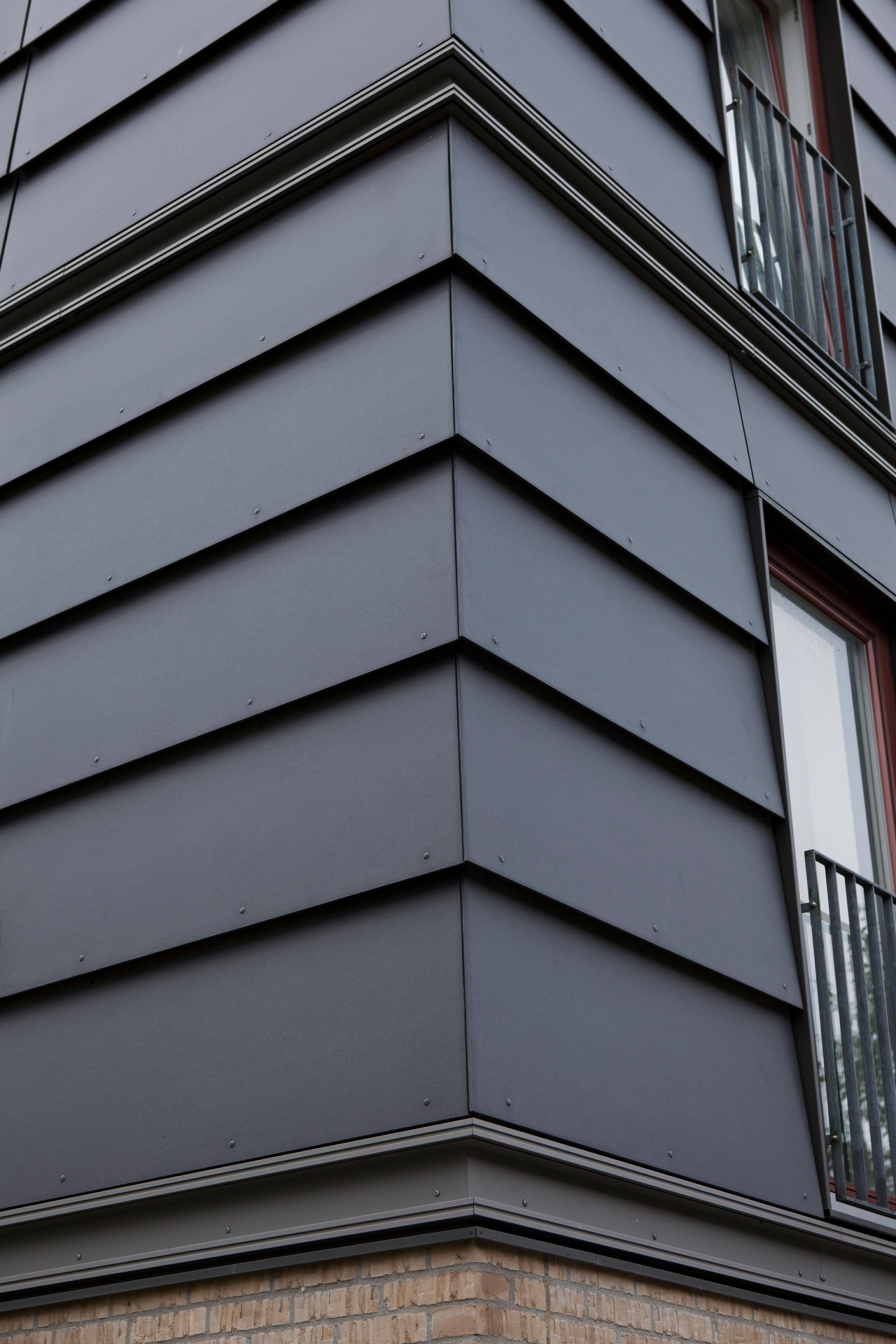 Exterior Cladding Systems: EQUITONE [natura] Panels In Shiplap. Corner Detail