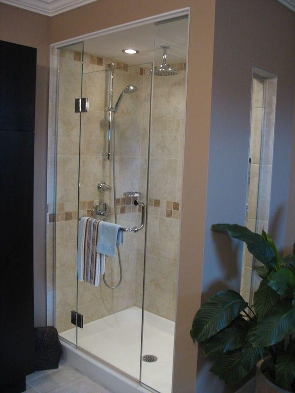 douche avec fenêtre sur le côté + pluie au plafond Bathroom ideas