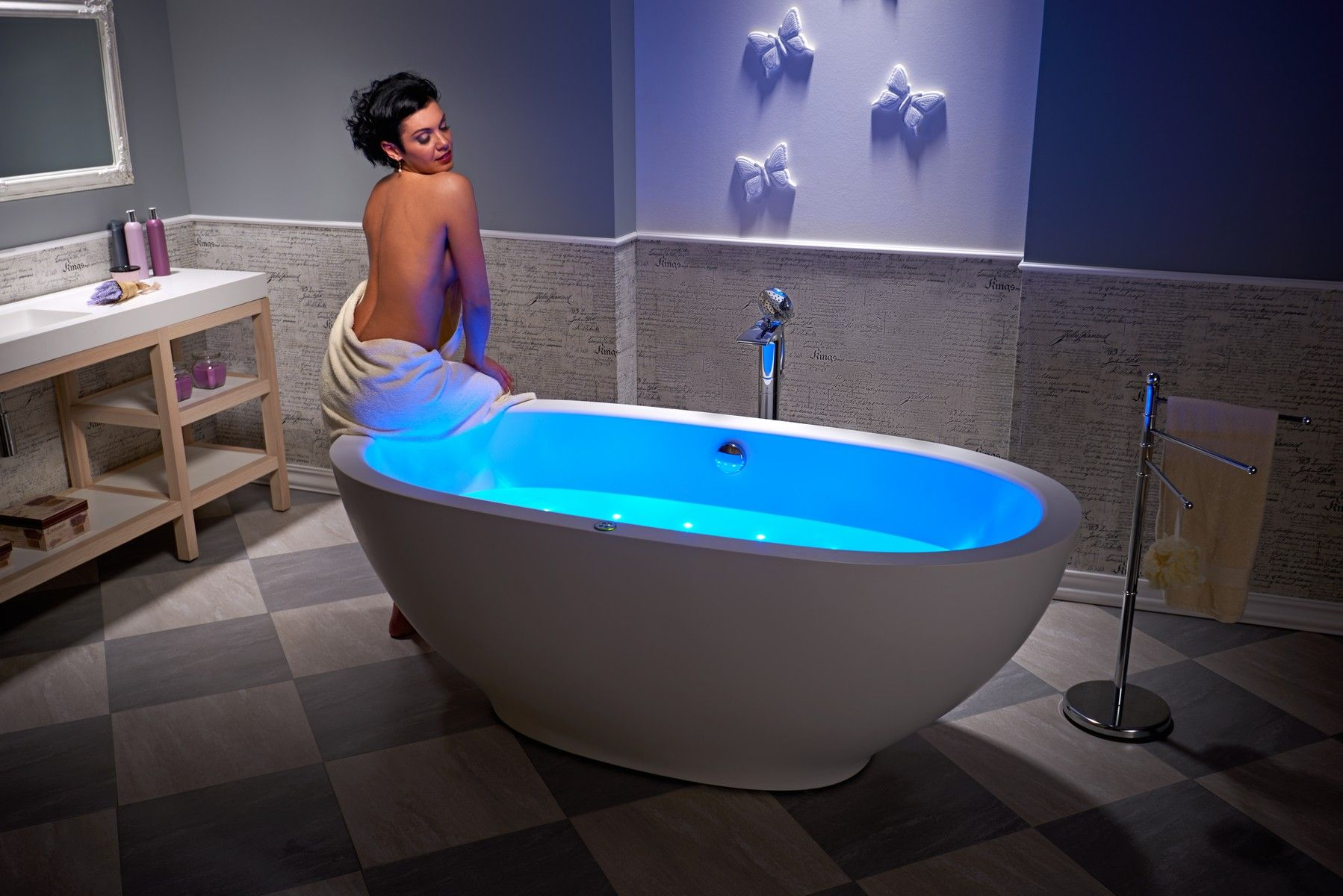 The Very First Freestanding Stone Jetted Bathtub | Jetted bathtub ...