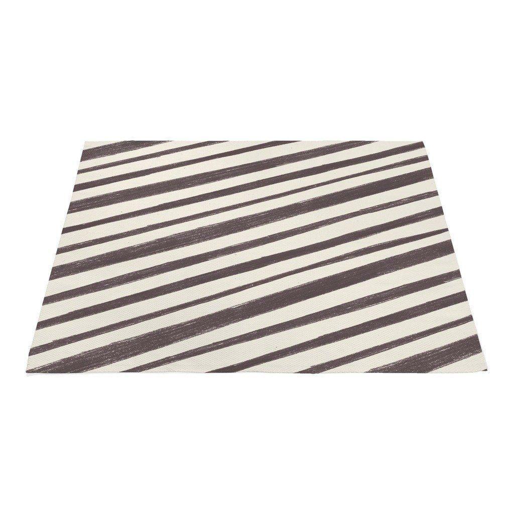 Playful diagonal stripes