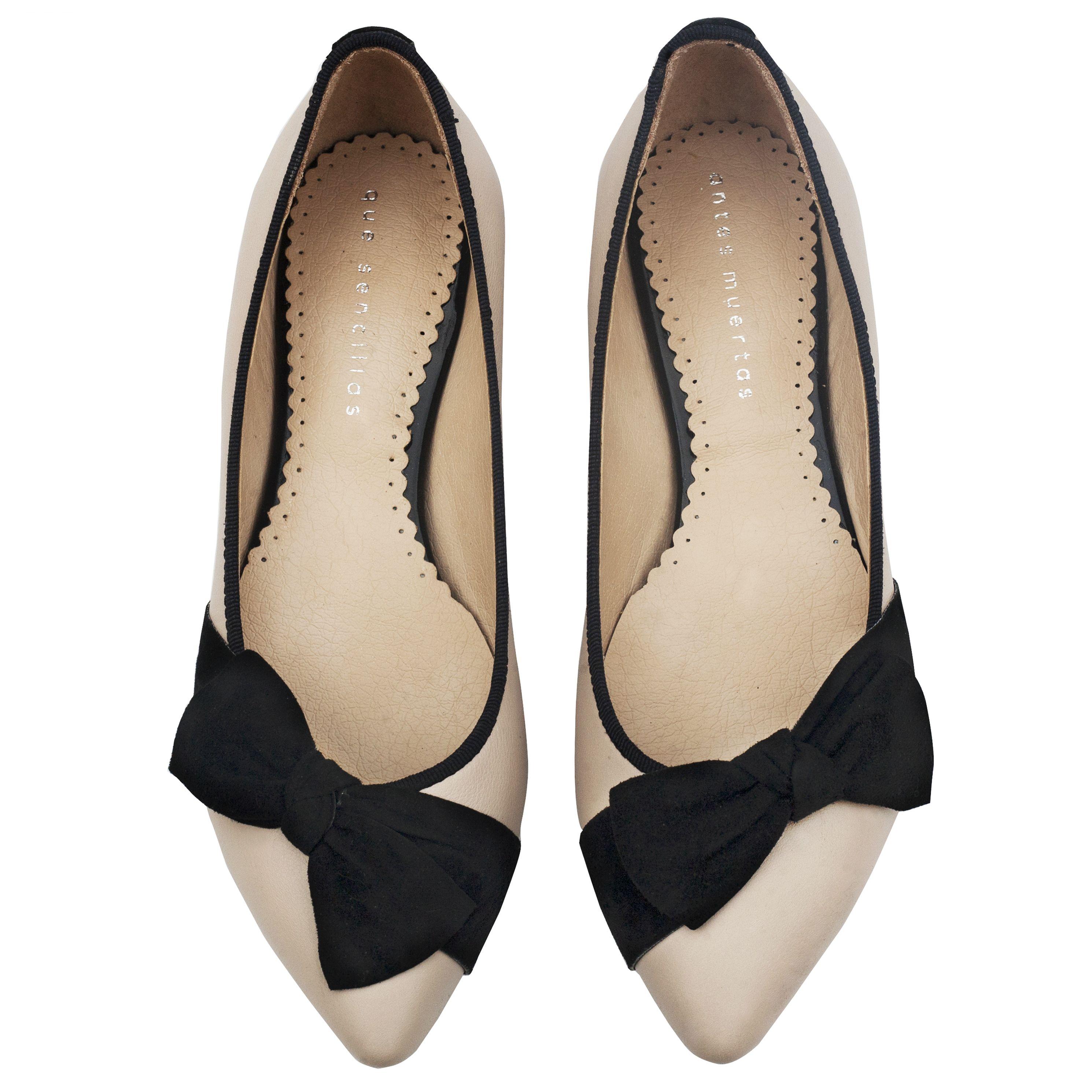 Betsey off white en 2020   Estilo de zapatos