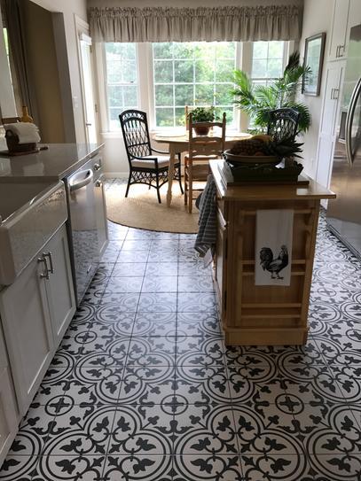 Merola Tile Arte White Encaustic 9 3 4 In X 9 3 4 In Porcelain Floor And Wall Tile 11 11 Sq Ft Case Fcd10arw The Home Depot White Tile Kitchen Floor Ceramic Tile Floor Kitchen White Kitchen Tiles