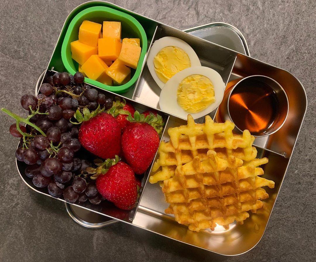 Breakfast-for-Lunch: . ▫️Belgian Waffles & Maple Syrup ▫️Champagne Grapes & Strawberries.. ▫️Cheese ▫️Boiled Egg  #lunchbots #lunchbotscinco #breakfastforlunch #vegetarianlunch #healthyish #backtoschool #eattherainbow #f52grams #eeeeeats