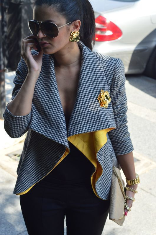 I love this ensemble- accessorized to perfection!