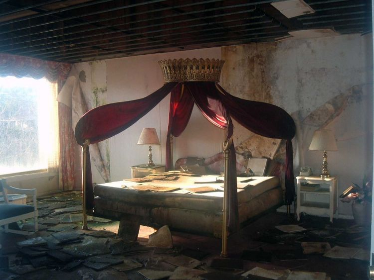 Italian Food Near Me Abandone Building Casa: The Honeymoon Suite In The Abandoned Mount Airy Lodge In