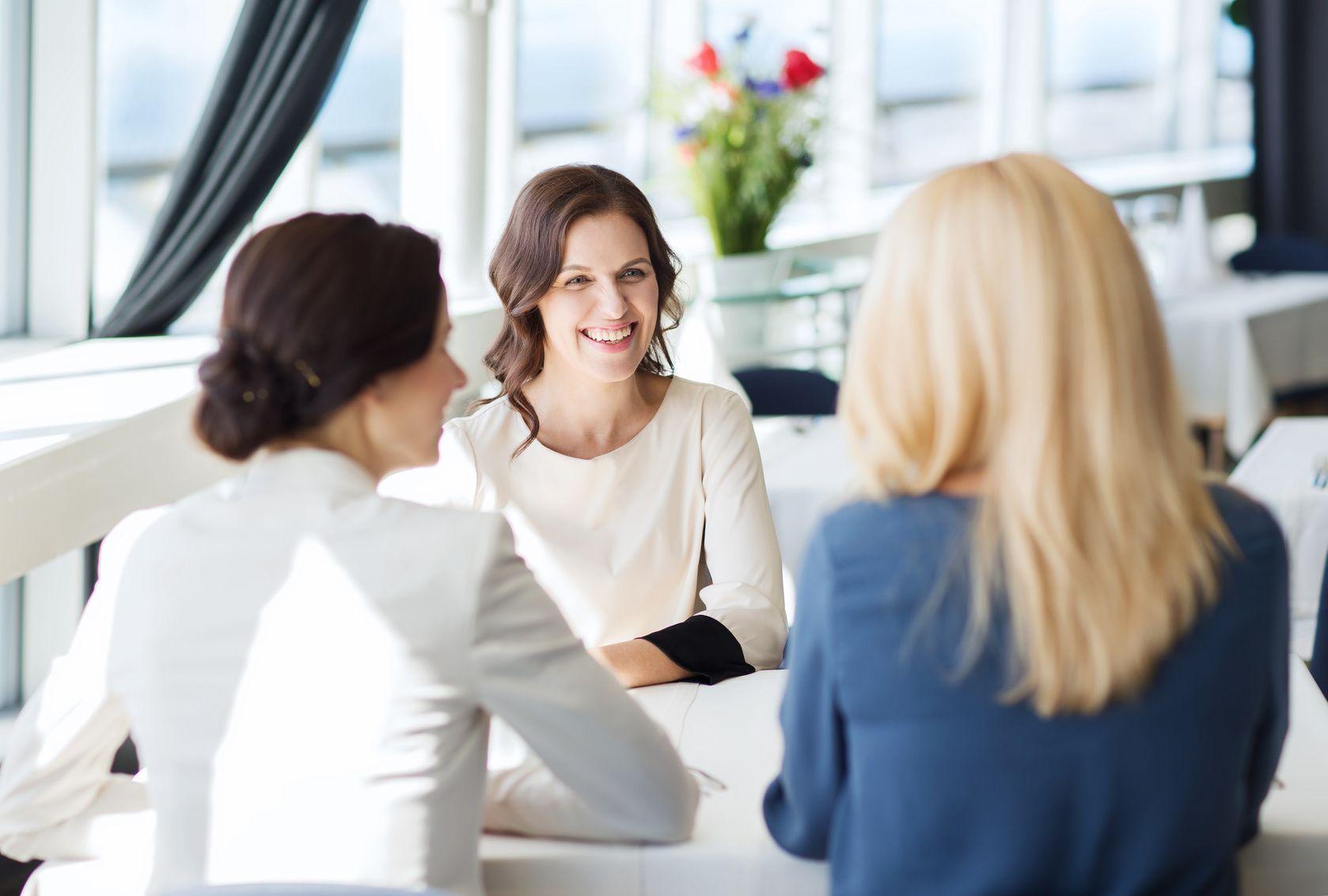 Vieraskynä: Viisi tapaa tehdä itsestäsi parempi keskustelija