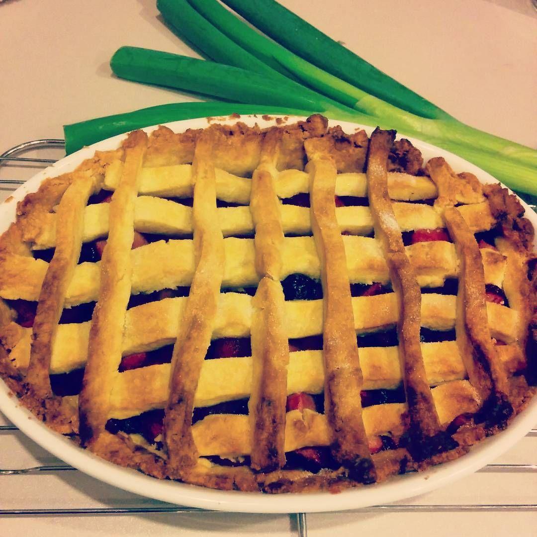 Apple and Blueberry Pie! #yum #whatapie #notapineapple #fruit #surprisespringonion #pie #appleblueberrypie