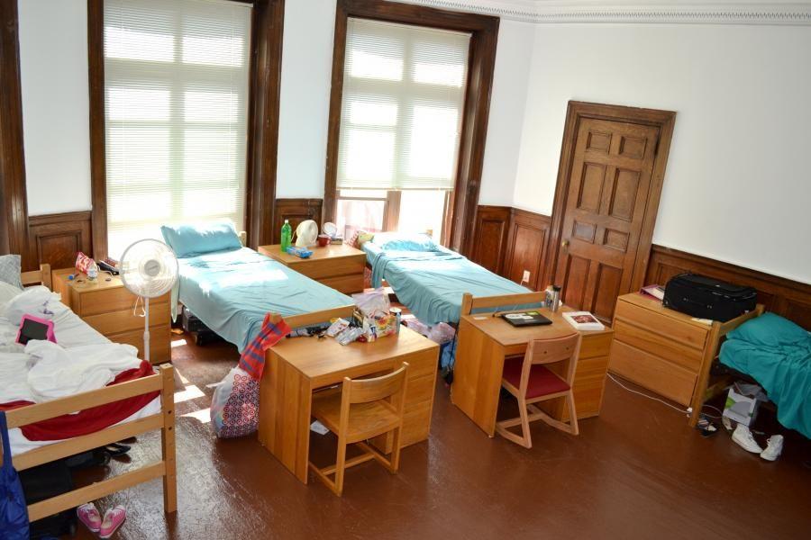 Sensational Boston College Triple Dorm In 2019 Triple Dorm Dorm Interior Design Ideas Gentotryabchikinfo