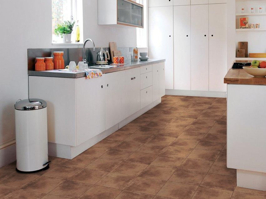 White kitchen with terracotta tile camaro a nice shade of for Terracotta kitchen ideas