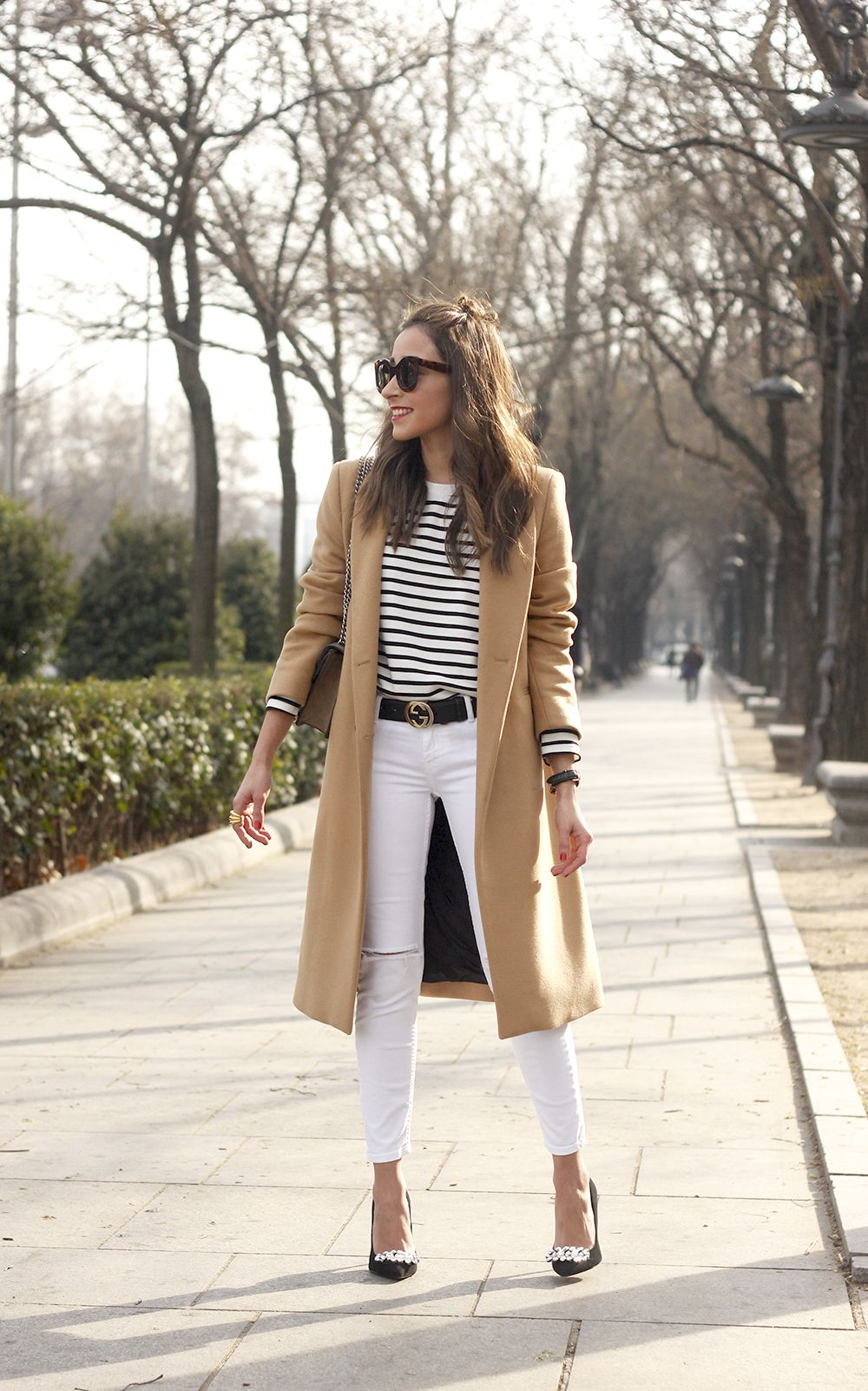 camel coat strieps white ripped jeans black heels uterqüe belt gucci céline sunnies outfit fashion style09