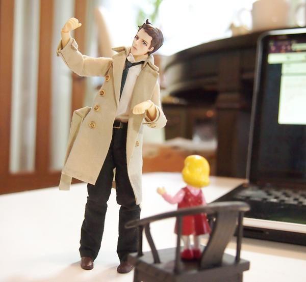 リリス「おい天使、真剣な顔で何やってんだ」 キャス「今度ジェンセンとキャットファイトするから猫手の練習」 リリス「ジェンセンって誰だよ」 キャス「....な...中の人?」