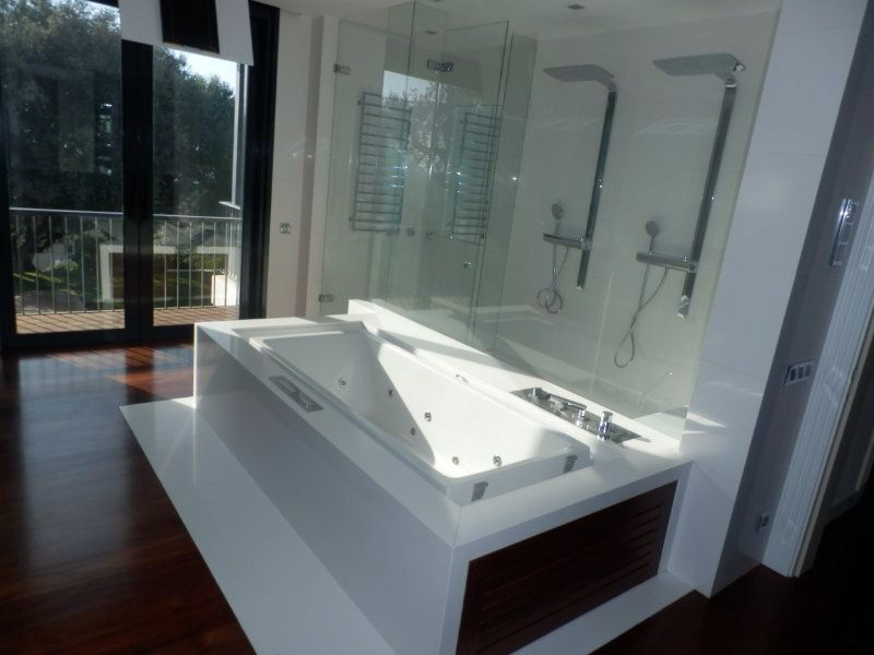Beautiful modern bathroom with dobble shower