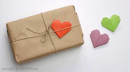 idea para envolver regalos de forma original con corazones #manualidades #diy #wrapping #paper #gifts #regalos #crafts