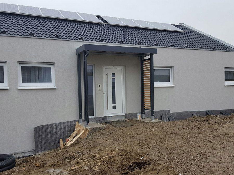 Eingangsüberdachung, Vordach mit Verkleidung aus Fassadenplatten par