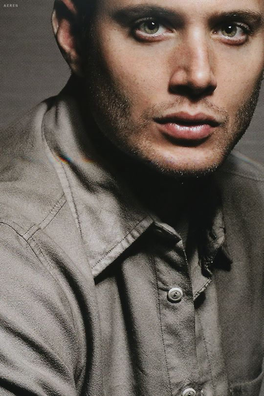 wow OMG he is perfect, I mean looks at his beautiful green eyes ♥‿  ♥ Jensen Ackles ლ(❤ʚ❤ლ)