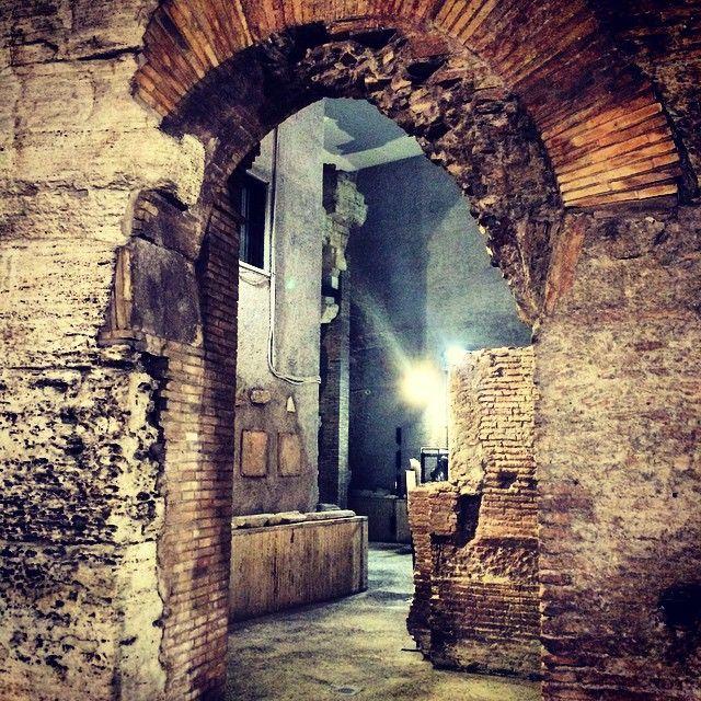 """Roma. """"Sotto Piazza Navona si nasconde lo Stadio di Domiziano #arte #RomaAntica #PiazzaNavona #StadiodiDomiziano #arteit #bellezza #igersarte #italy #beauty…"""""""