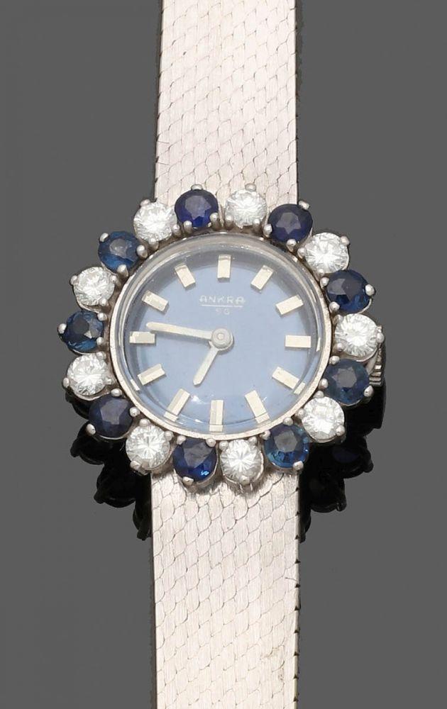 Weißgoldene Damenarmbanduhr mit Brillant-Saphir-Lünette750er WG, gestemp. 9 Brillanten zus. ca. 0, — Schmuck-Uhren