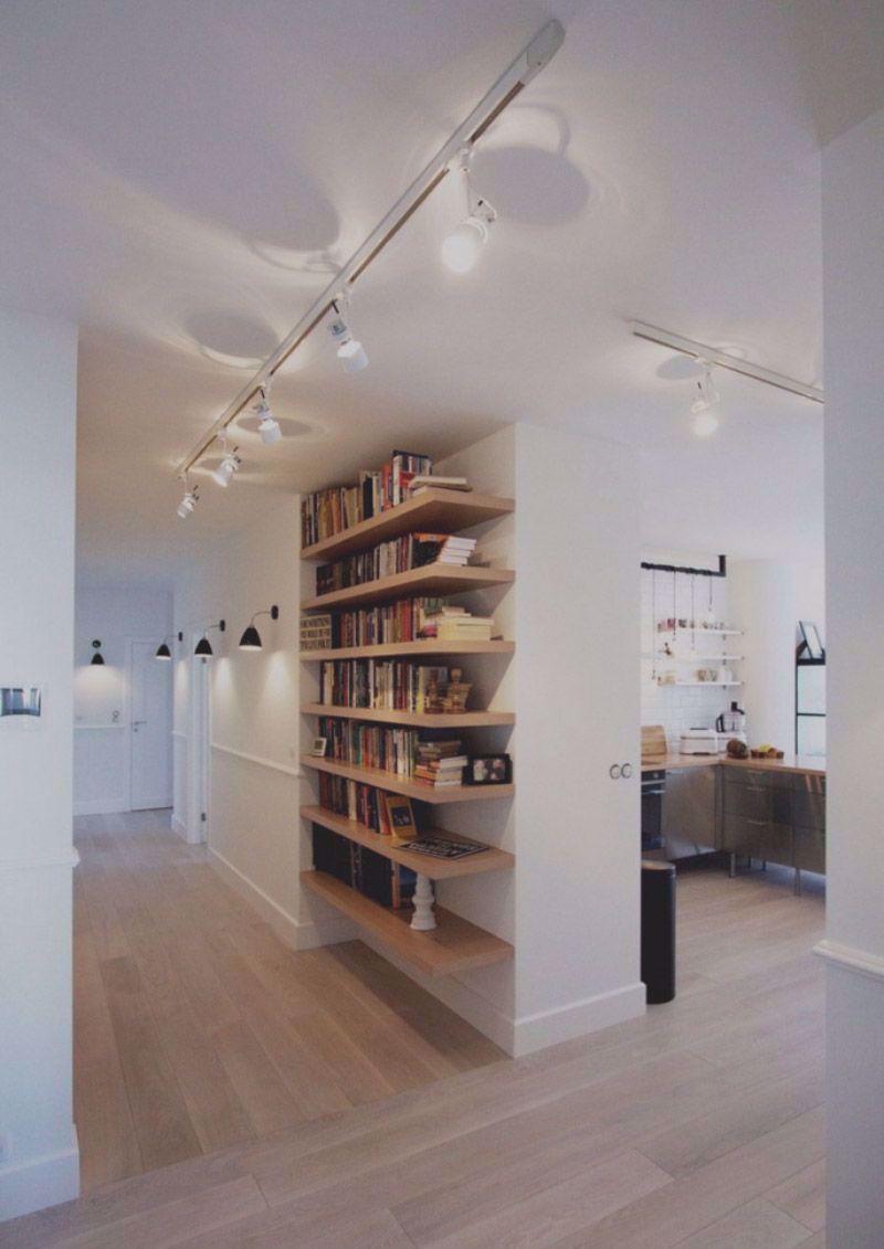 Illuminazione A Binario Con Faretti Led Orientabili Per Illuminare Parte Del Corridoi In 2020 Interior Design Apartment Small Apartment Interior Contemporary Apartment