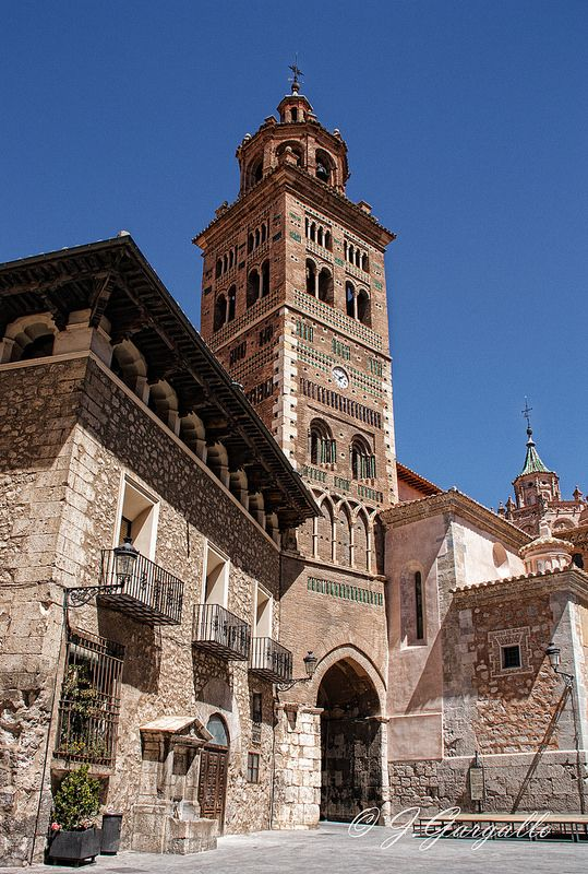Casa del Dean y torre de Santa Maria de Mediavilla. Teruel.