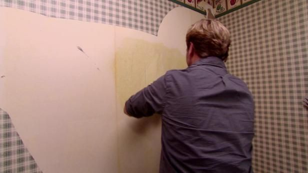 HGTV's Steve Watson demonstrates the best way to remove