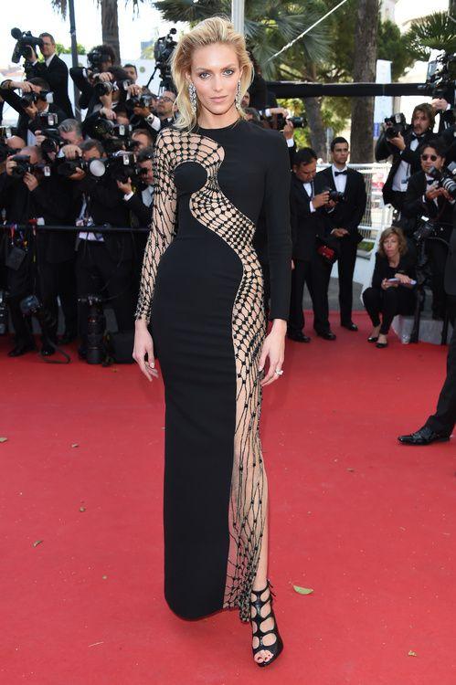 Anja Rubik en robe Atelier Versace printemps-été 2015 et bijoux Chopard