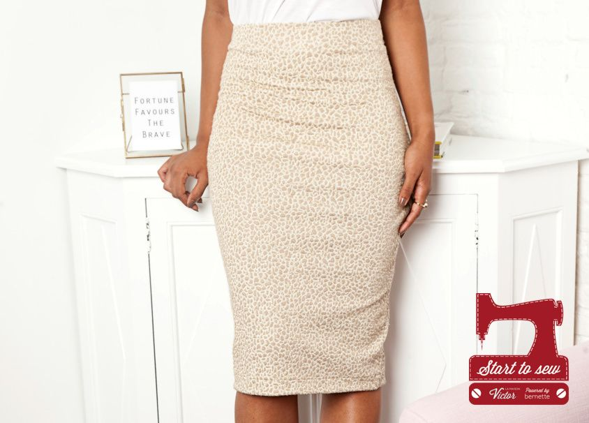 Jupe kristy une jupe crayon propos e par la maison victor le patron est disponible de la - Patron couture jupe gratuit ...