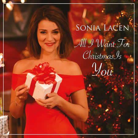 Nous l'avions redécouverte dans The Voice, Sonia Lacen, dont on attend un album, vient de dévoiler sa reprise du TUBE de Noël de Mariah Carey, All I Want For Christmas Is You. Une chanson qui chanque année rapporte des royalties à Mariah. Il faut souligner...