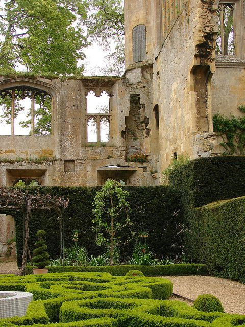 sudeley castle gardens gartenbilder alte verlassene. Black Bedroom Furniture Sets. Home Design Ideas