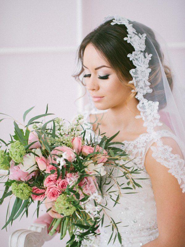 elegant wedding updo with veil / http://www.deerpearlflowers.com/beautiful-wedding-hairstyle-ideas/