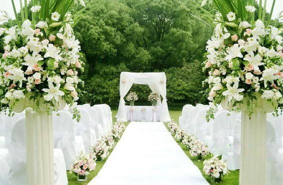 Small fresh lawn wedding venue decoration:)