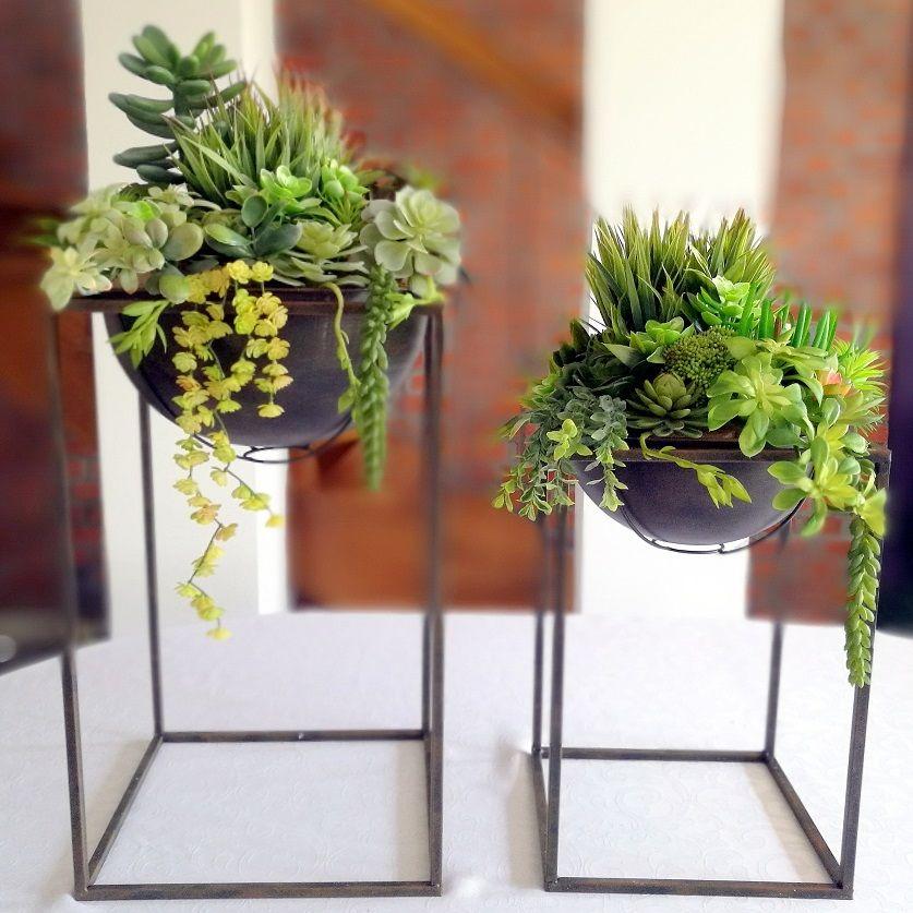 Sukulenty W Metalowych Stojakach Nr 199 Swiateczne Atelier Container Design Flower Arrangements Flowers