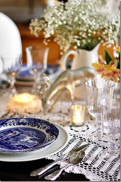 A Blue And White Table Christmas Table Settings Beautiful Table Settings Christmas Tablescapes