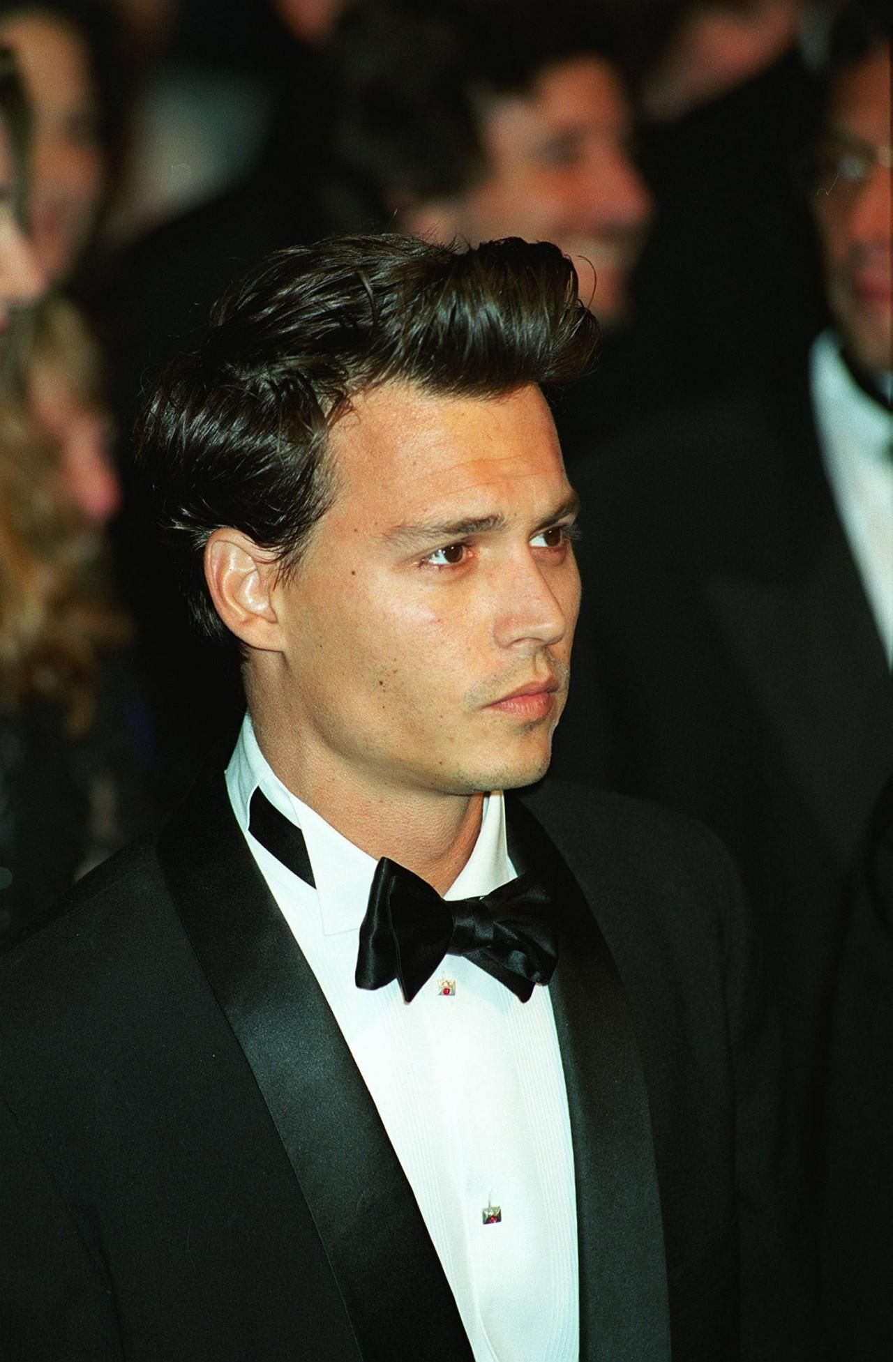 Some Might Not Like It But I Love Johnny Depp With Short Hair So Handsome Johnny Depp Johnny Depp Hairstyle Johnny