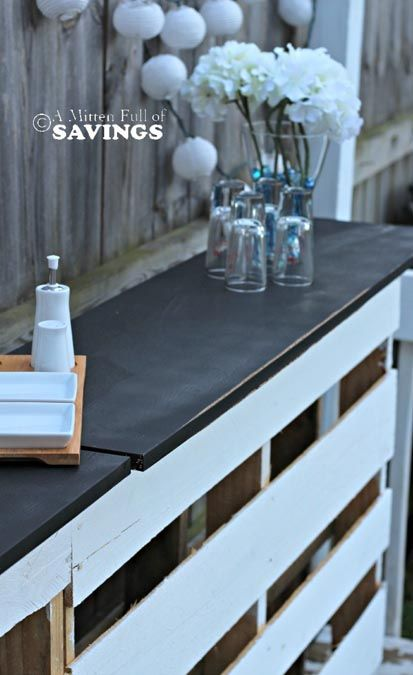 DIY Patio Bar Made from Pallets