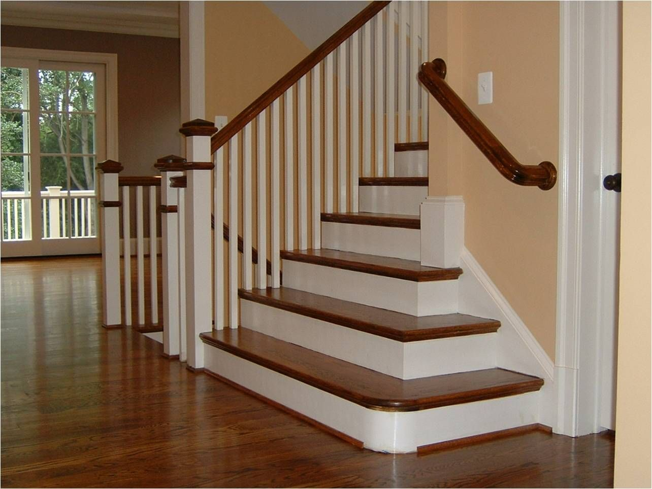 Best Wrapping The Stairs Around The Corner New Home 400 x 300
