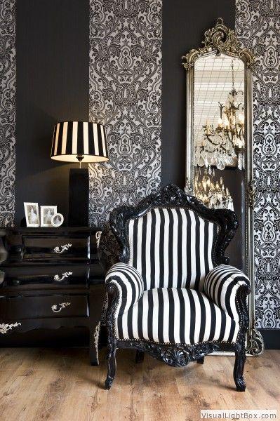 Baroque Living Room Decor: Oude Barok Stoelen En Bankjes In Een